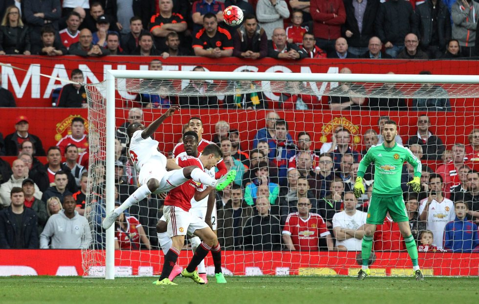 epa04927641 Liverpool's Christian Benteke (L) scores an over-head volley goal against Manchester United during their English Premiership league soccer match between Manchester United and Liverpool at Old Trafford stadium in Manchester, Britain 12 September 2015.  EPA/LINDSEY PARNABY EDITORIAL USE ONLY. No use with unauthorized audio, video, data, fixture lists, club/league logos or 'live' services. Online in-match use limited to 75 images, no video emulation. No use in betting, games or single club/league/player publications.