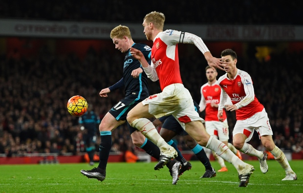 """Football Soccer - Arsenal v Manchester City - Barclays Premier League - Emirates Stadium - 21/12/15 Manchester City's Kevin De Bruyne in action with Arsenal's Per Mertesacker Reuters / Dylan Martinez Livepic EDITORIAL USE ONLY. No use with unauthorized audio, video, data, fixture lists, club/league logos or """"live"""" services. Online in-match use limited to 45 images, no video emulation. No use in betting, games or single club/league/player publications.  Please contact your account representative for further details."""